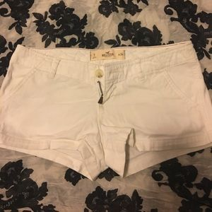 White hollister Shorts 💋