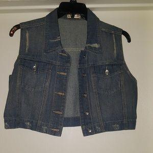 Cropped sleeveless jean jacket