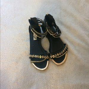 Steve Madden black sandals w/gold chain NWOT 7.5