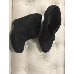 Kelsie Dagger 8 wedge booties