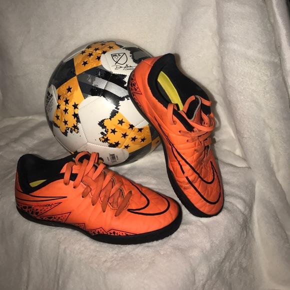 ec442d0e9 ⚽️used Nike kids indoor soccer shoes ⚽ . M 59e94c455a49d003d3005f61