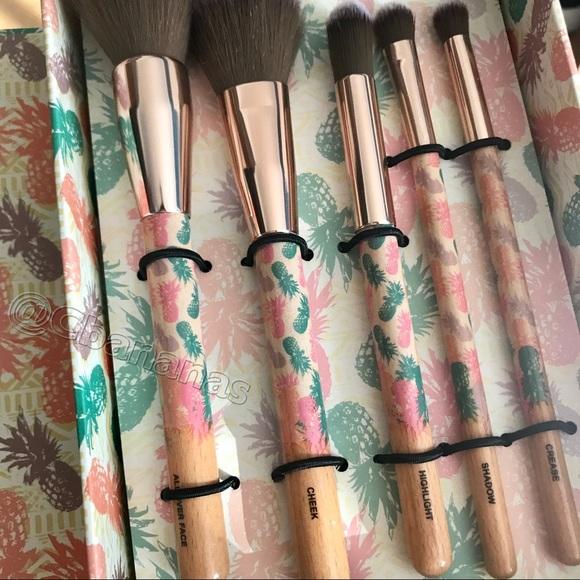 Bella Beauty Gorgeous 5 Piece Makeup Brush Set NWT