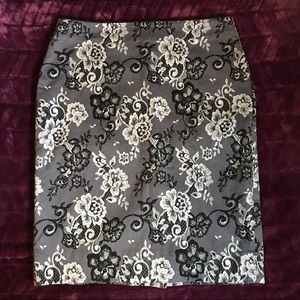 WHBM Lace Floral Flower Pattern pencil skirt