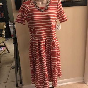 Lularoe size M NWT pink Amelia dress