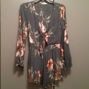 Sexy floral romper!