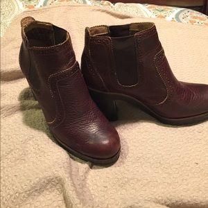 Brown speedy boots