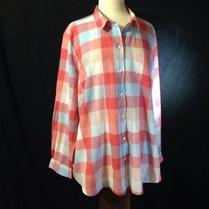 Old Navy Ladies Boyfriend Light Weight Button Down