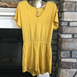 💛Cap Sleeve Yellow Romper💛