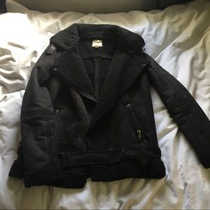 URBAN OUTFITTERS SUEDE AND SHERPA MOTO JACKET