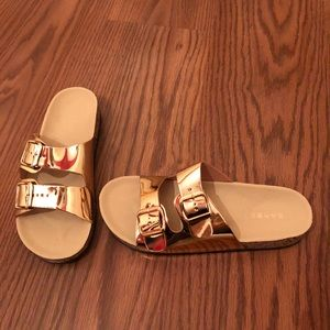 *NWT* Gold strap sandals