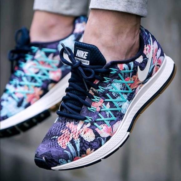 Nike zoom Pegasus 32 Floral Running Shoe sz 9.5