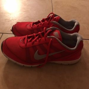 Red nike shoes ❤️