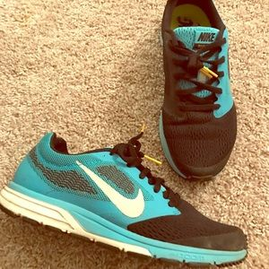 NIKE Zoom Fly 2 Size 7