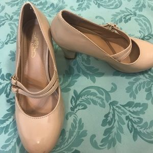 Vintage double strapped shiny nude heel