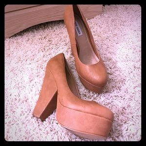 TAN STEVE MADDEN SHOES size 10
