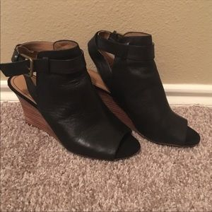Nine West black booties size 8 so beautiful