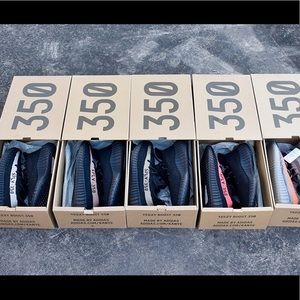 Adidas Yeezy Boost 350 v2 fashion sneaker shoes