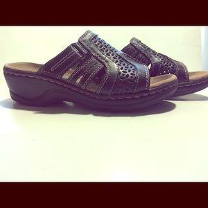 Clark's sandal 8.5M leather brown