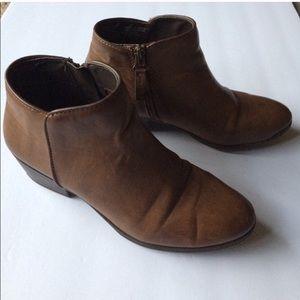 Simply Vera Wang cognac side zip ankle booties
