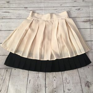 H&M Pleated ivory and Black skirt