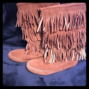 Size 6 moccasin boots