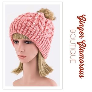 JUST ARRIVED! ⭐️Pom Pom & Pearls Beanie