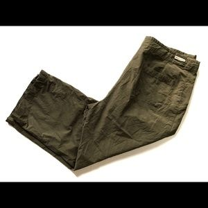 Woman's Columbia Capris size: Large Army Green