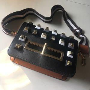 Handbags - 🔥SALE ✴️NEW! Black & Tan Gold-Capped Rockstud Bag