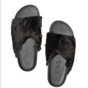 Pink faux fur slides small