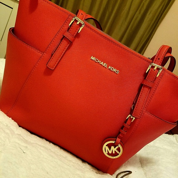 0e09dcdd44 Michael Kors Red Orange purse. M 59e9794c4225be494e00c3e5