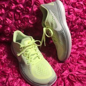 Nike Flex 2017 RN Women's Sneaker