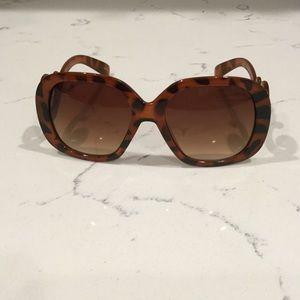Brown swirled temple sunglasses