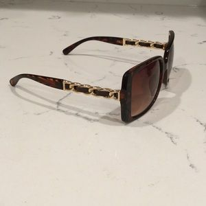 Brown tortoise shell decorative temples