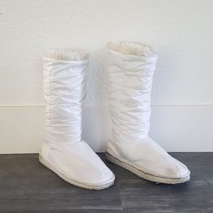 White Fur Detailed Puffer Boots