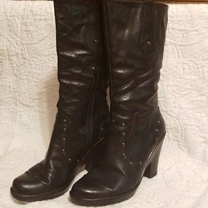 Born Ladies black leather wedge heel boot