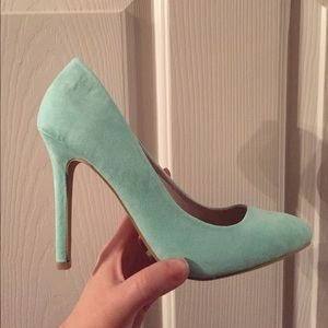 NWOT Forever 21 Mint Faux Suede Heels 👠