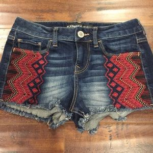 Express embroidered jean shorts sz 00