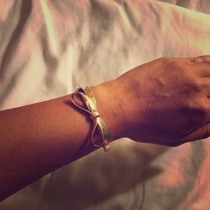 Gold toned bow bangle bracelet