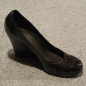 Tory Burch Sophie Brown Patent Leather Wedges 10