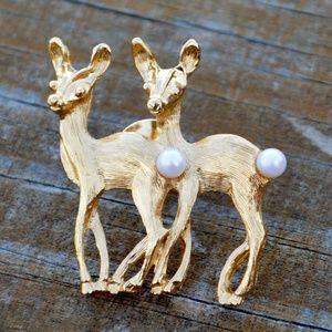 Jewelry - Vintage Gold Tone Faux Pearl Deer Doe Duo Pin
