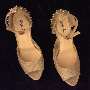 Gold gravity spiked heels