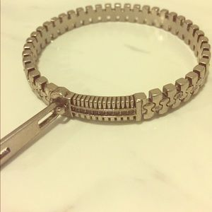 Jewelmint Silver-toned Zipper bangle