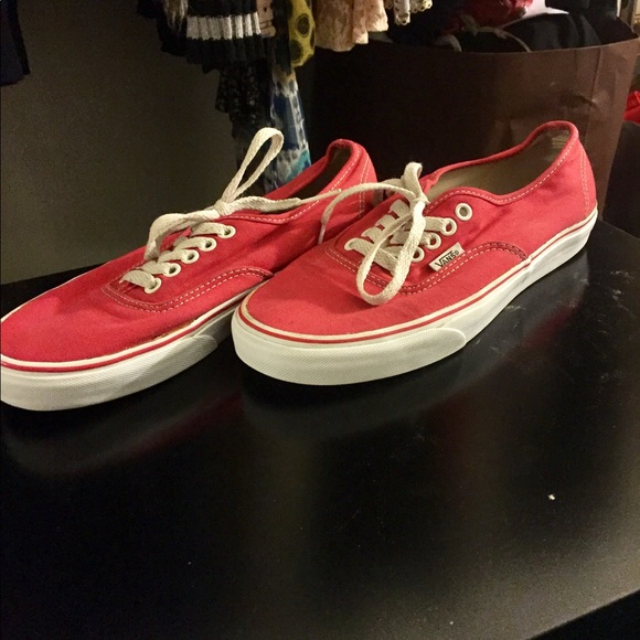 46139dbd927 Men s Authentic Red Vans Size 7. M 59e9dc54f739bc77d90078ee