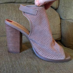NWT Kelsi Dagger heeled sandal