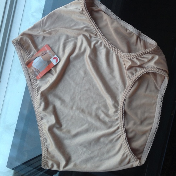 15cb56a8c0249 Vassarette NWT Control Brief Shapewear Panty. M 59e9fdbb680278432300cb01