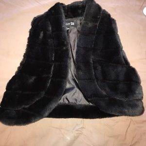 Forever 21 black vest furry