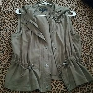 Sleeveless military jacket vest