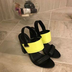 Block heel Carlos Santana yellow black high heels