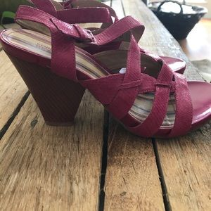 Kenneth cole reaction Shoes - Kenneth Cole reaction size 8. Hot pink shoe.