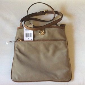 Michael Kors Kempton Dusk Lg Pocket Crossbody
